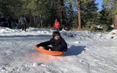 Cuatro Lugares Gratis en Lake Tahoe para Deslizarte en la Nieve